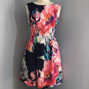 VINCE CAMUTO FITTED WITH A FLARE FLORAL MIDI DRESS